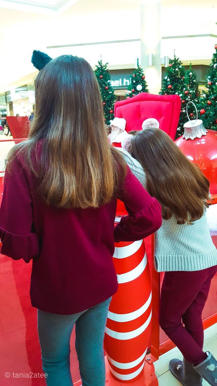 Sisters waiting to see Santa: tania2atee